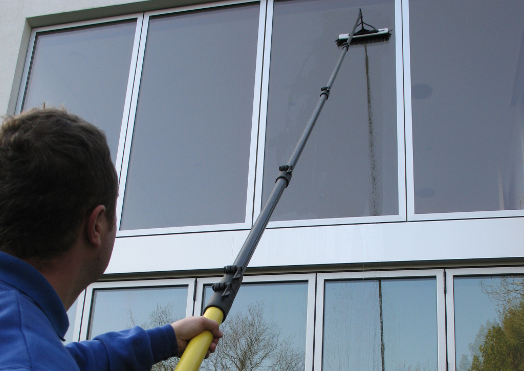 professional-window-cleaner